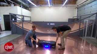 اختراع تخته ای که با میدان مغناطیسی به صورت شناور بدون تماس با زمین می تواند حرکت کند