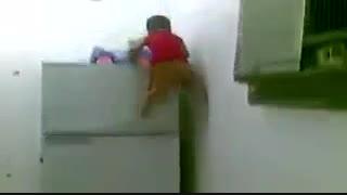 بچه  شیطون و بازیگوش