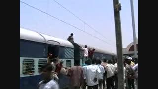 خود کشی روی قطار