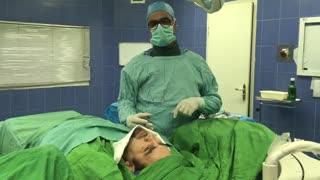 مصاحبه با بیمار حین تزریق دیسکوژل گردن