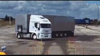 ایول دست فرمون راننده تریلی   -  www.DigiComedy.com