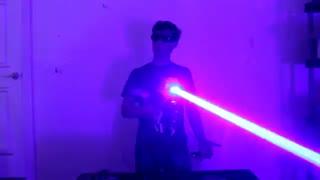 لیزر دست سازی که همه چی را می سوزاند!!!!!
