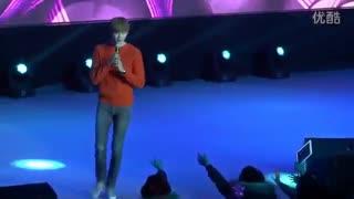 خوندن لی جونگ سوک در کنسرت با یه خواننده ه که نمیشناسم:)