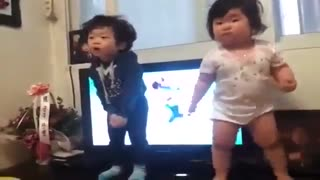 رقص دختر بچه کره ای!!!!