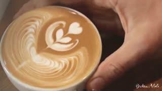هنرنمایی با یک فنجان کافه لاته