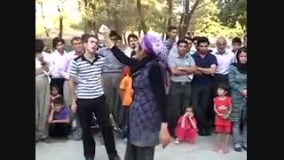 یک نمایش خیابانی بنام « حاشیه نشین » با بازی بهاره عارفی ( بسیار هنرمند)