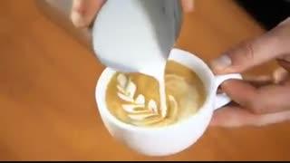 طراحی روی قهوه با شیر