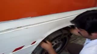 بستن زنجیر چرخ خودرو