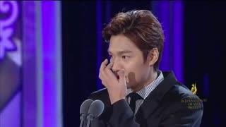 ♥اوپا لی مین هو♥ اهدای جایزه به اوپا لی مین هو و خانم لی یونگ آئه باترجمه (فقط صحبتهای اوپا رو ترجمه کردم)