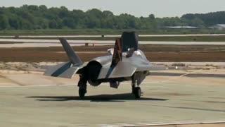 نخستین پرواز و فرود جنگنده F-35