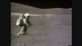 ادا و اطوار نمایشی فضانورد بر روی کره ماه