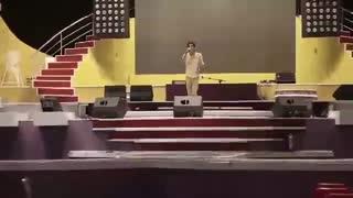 اجرای آهنگ نگران منی یوسف زمانی در جشنواره کیش