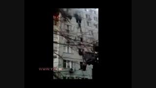 لحظه سقوط مرد از ساختمان برای فرار از آتش
