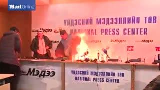 وزیر مسکن مغولستان خود را آتش زد!!