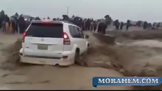 سیل یک خودروی شاسی بلند را در سیستان و بلوچستان برد