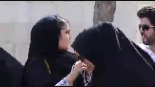 تلاش حامیان روحانی برای تغییر رأی حامیان رئیسی در مصلّی امام خمینی (ره)