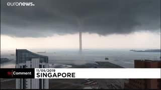 وقوع یک تنوره دریایی در خلیج مارینا در سنگاپور