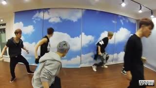 دومین تمرین رقص آهنگ (growl (으르랑 توسط ۱۲ عضو از اعضای اکسو نسخه 한국어