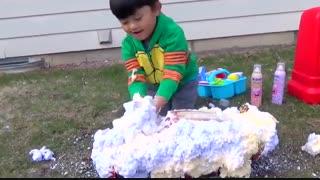 کارواش توسط کودک
